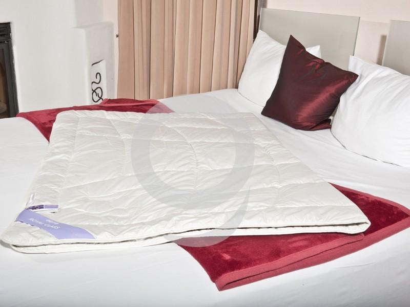 alpaka steppbett 240x220 bettdecke bergr e baumwollbatist. Black Bedroom Furniture Sets. Home Design Ideas